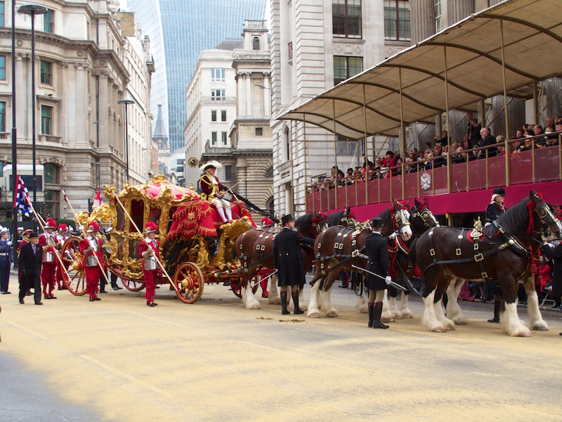 The Lord Mayor arrives at Mansion House in the state coach before the parade begins.